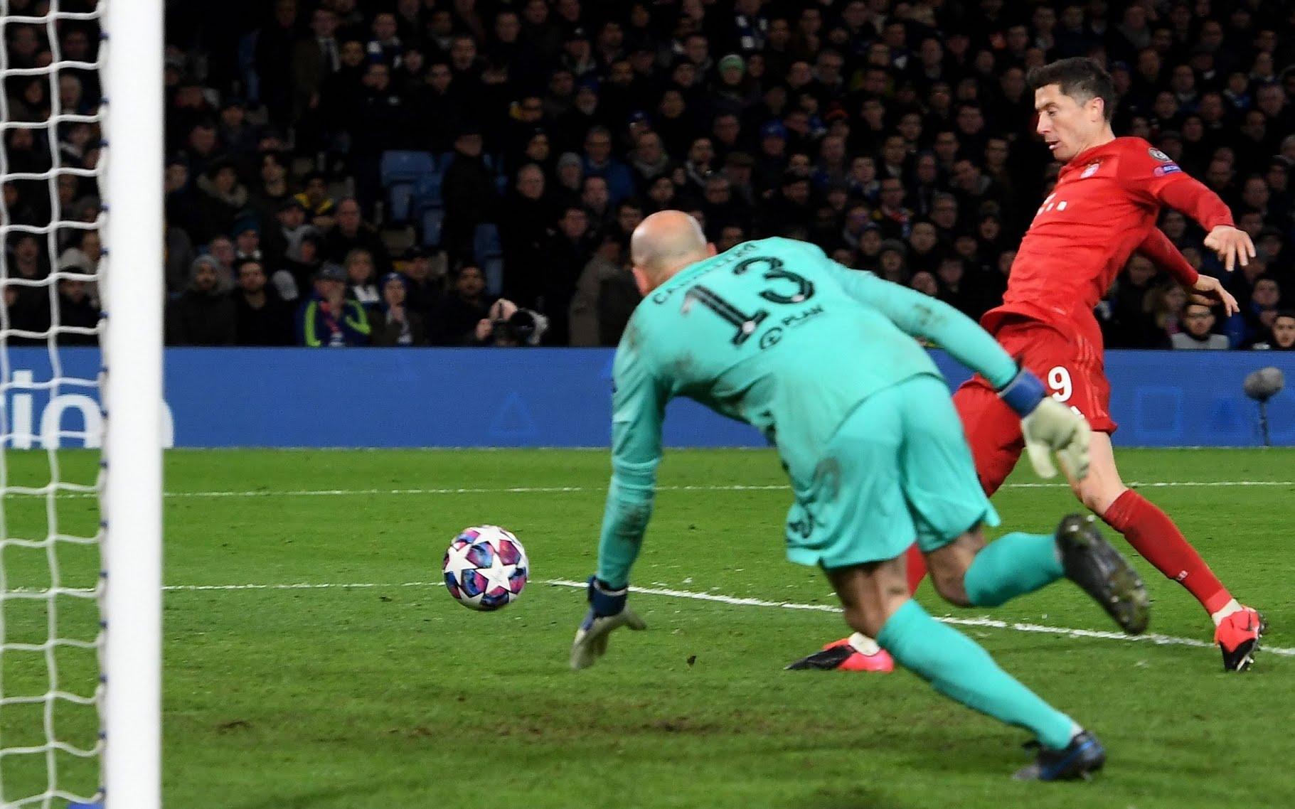 Lewandowski gives Bayern an unassailable lead with their third