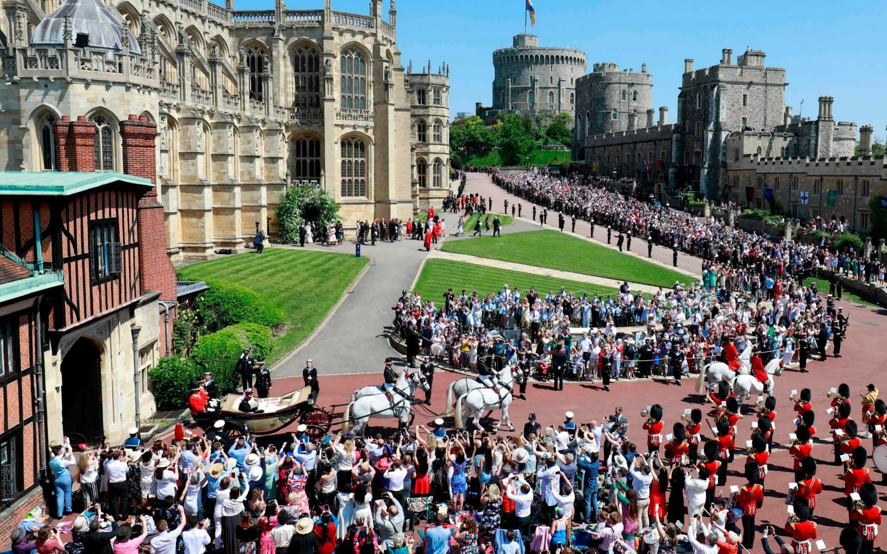 Crowds gather outside Windsor Castle